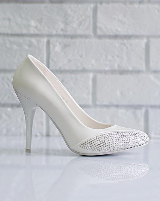Роскошные свадебные туфли на высоком каблуке.