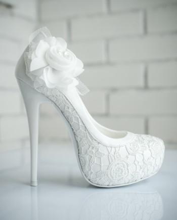 Изобр по > Свадебные Туфли на Высоком Каблуке со Стразами