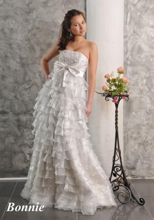 Изящное свадебное платье в греческом стилес бантом.