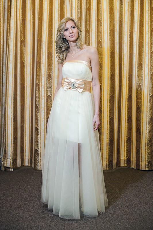 Свадебное платье трансформер с бантом.