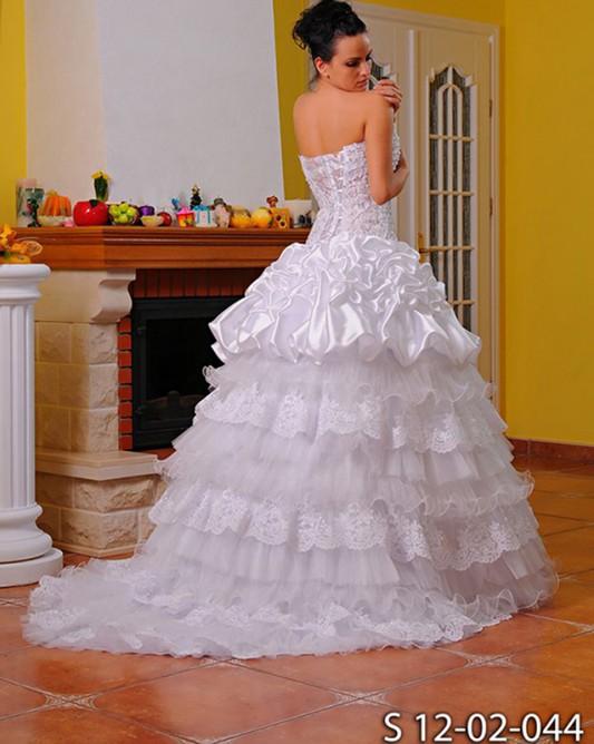Нежное свадебное платье трансформер со стразами.