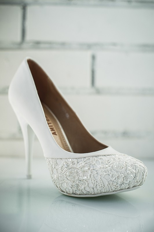 Идеальные свадебные туфли на высоком каблуке.