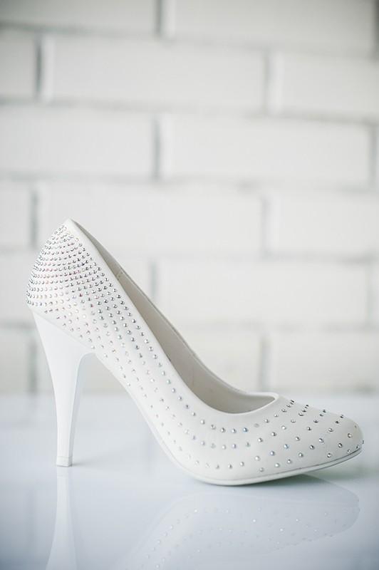 Классические свадебные туфли на высоком каблуке.