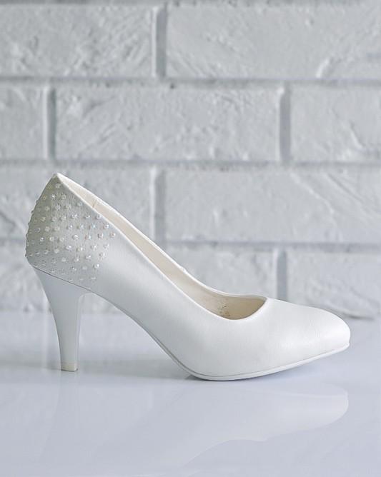 Очаровательные свадебные туфли на каблуке.