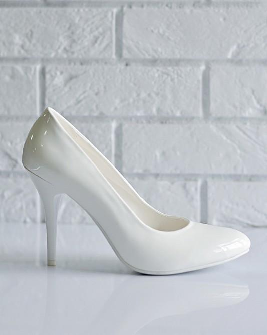 Лаковые свадебные туфли на высоком каблуке.