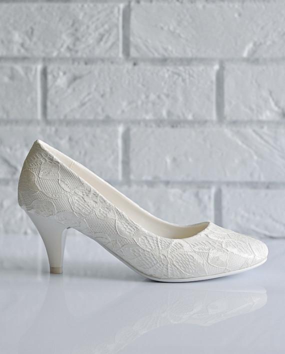 Свадебные туфли на низком каблуке