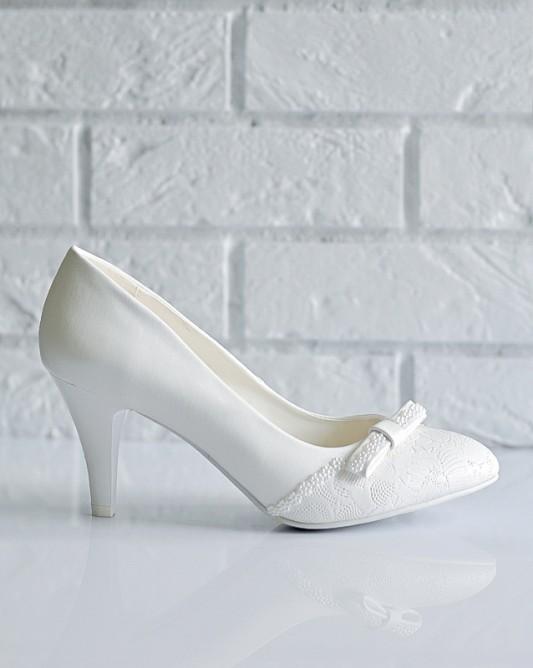 Классические свадебные туфли на каблуке.