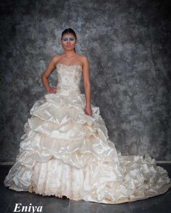 Свадебные платья шлейф