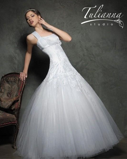 Изумительное свадебное платье А линия со стразами.