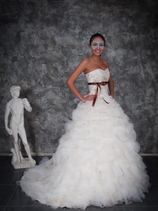 Свадебные платья с цветным поясом. Образ невесты