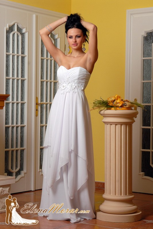 Свадебное платье в греческом стиле с цветами.