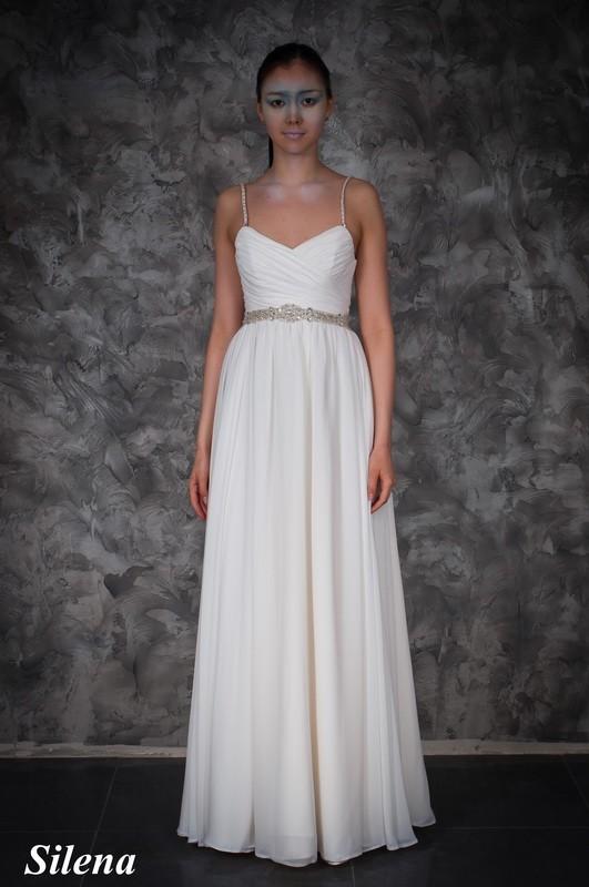 Свадебное платье в греческом стиле со стразами.
