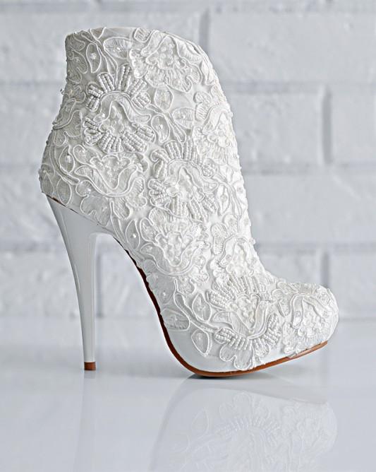 Потрясающие свадебные ботильоны на высоком каблуке.