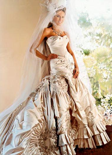 На Голливудских Холмах свадебная мода настолько влиятельна, что выходит за рамки церемонии бракосочетания. Знаменитости с удовольствием надевают белые
