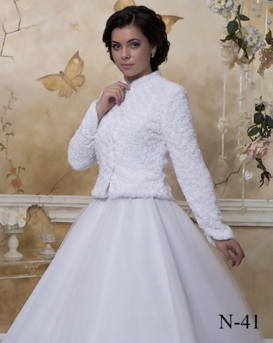 Прелестная свадебная накидка с длинным рукавом.