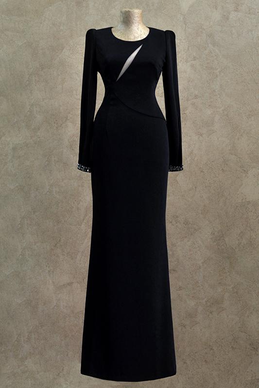 Изящное длинное вечернее платье.