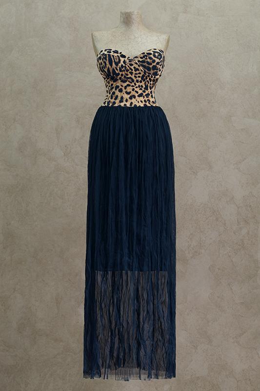 Стильное длинное вечернее платье.