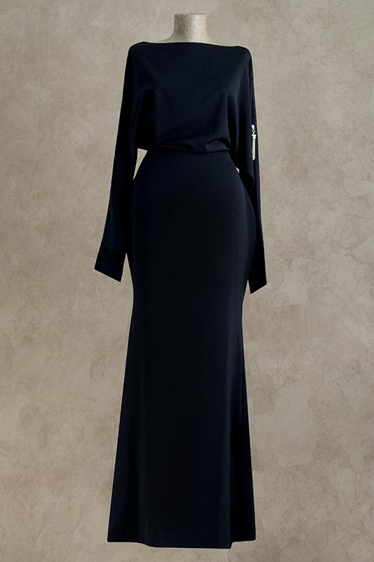 Экстравагантное длинное вечернее платье.