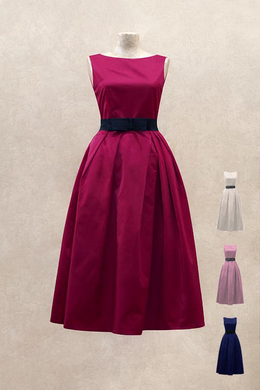 Очаровательное короткое вечернее платье.
