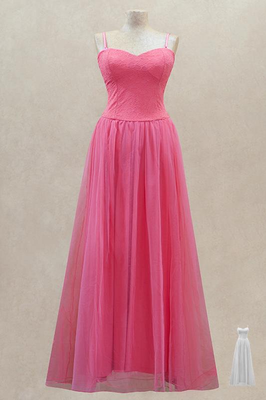Очаровательное длинное вечернее платье.