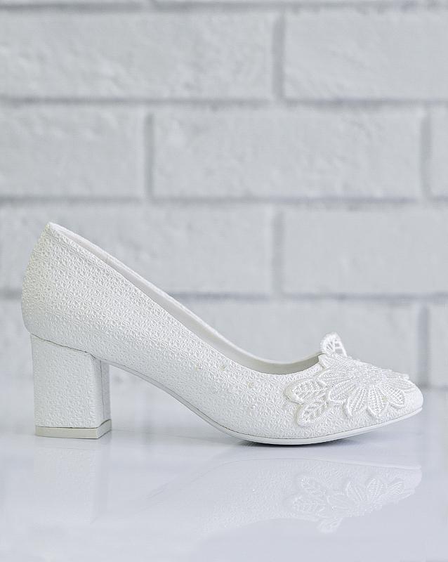 Элегантные свадебные туфли на каблуке