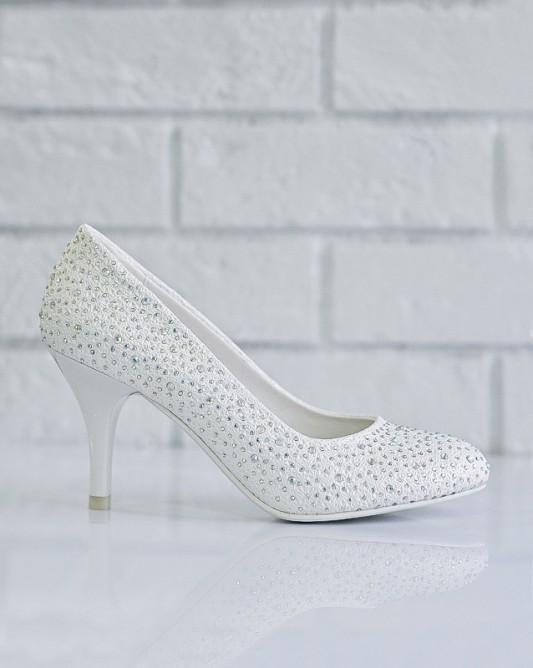 Утонченные свадебные туфли на каблуке.