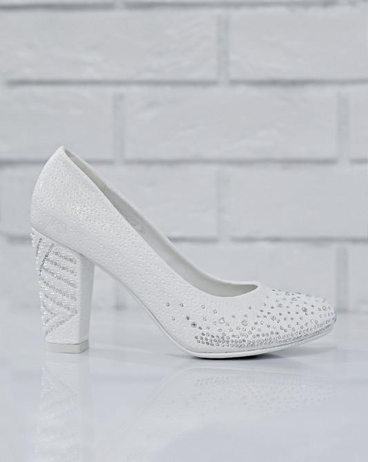 Очень красивые свадебные туфли на каблуке.