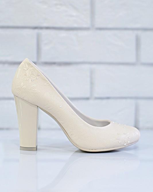 Удобные свадебные туфли с широким каблуком.