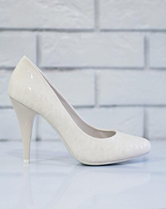 Стильные свадебные туфли на высоком каблуке.