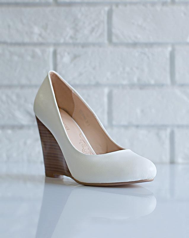 Стильные свадебные туфли