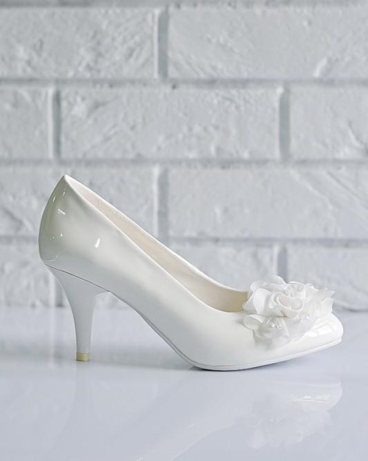 Стильные свадебные туфли на каблуке.