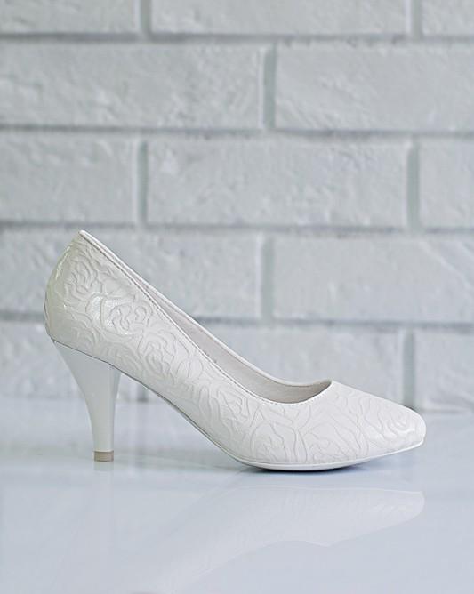 Классическиесвадебные туфли на каблуке.