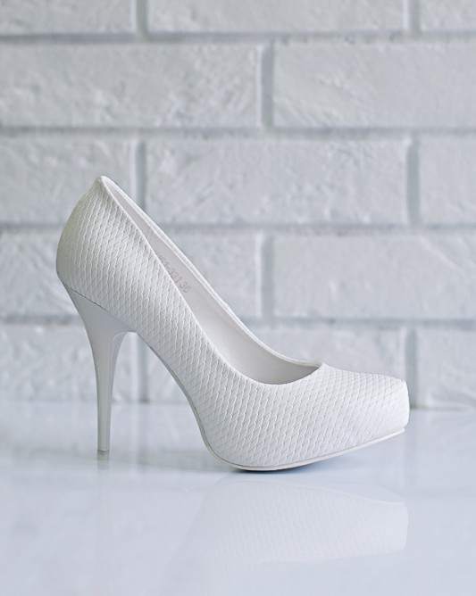 Модельныесвадебные туфли на высокомкаблуке.