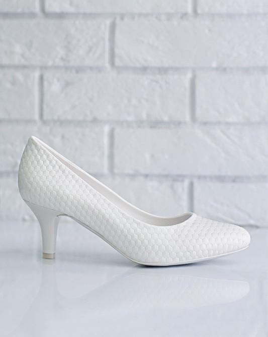 Удобные свадебные туфли на низком каблуке.