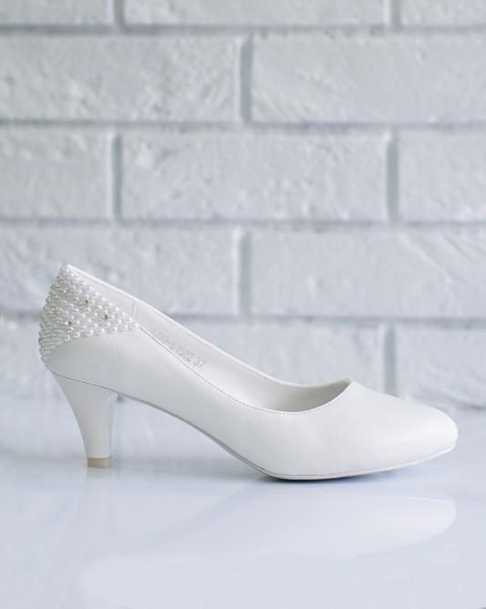 Комфортные свадебные туфли на низком каблуке.