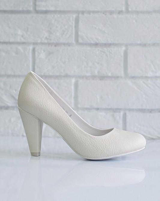 Комфортныесвадебные туфли на низком каблуке.