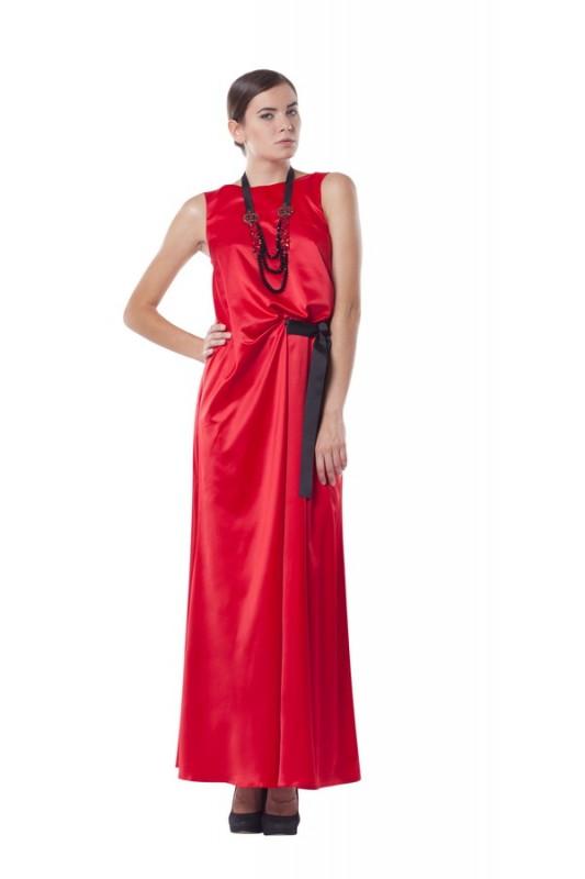 Модноедлинное вечернее платье.