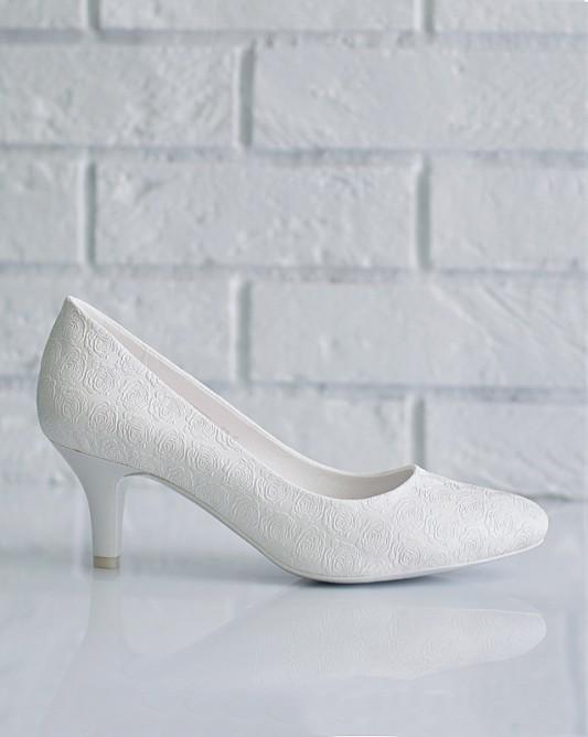 Изящныесвадебные туфли на низкомкаблуке.