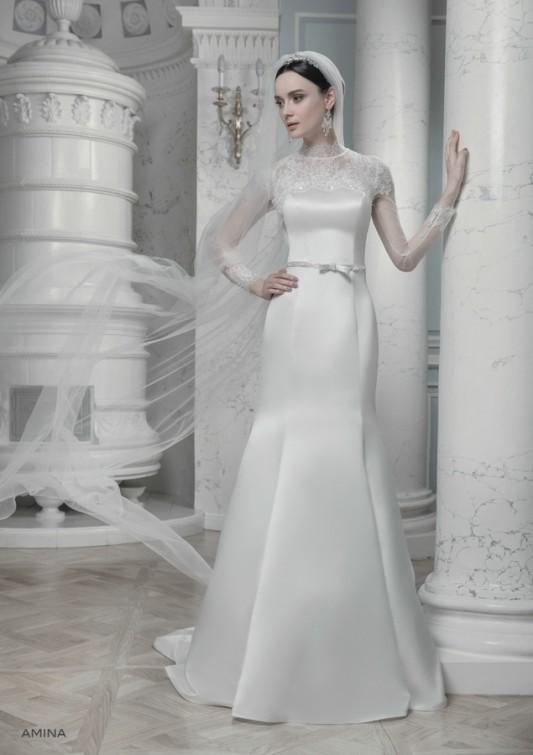 Впечатляющее прямое свадебное платье.