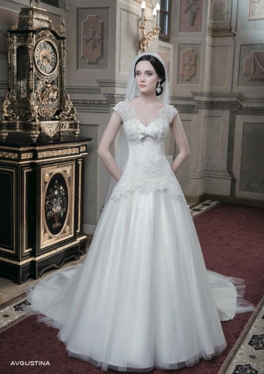 Красивое пышное свадебное платье.