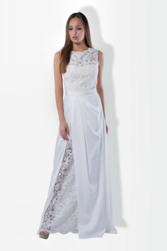 Изящное прямое длинное платье.