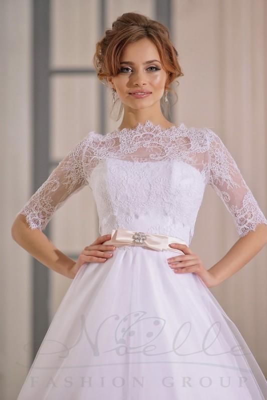 Прекрасное свадебное болеро с рукавом три четверти.