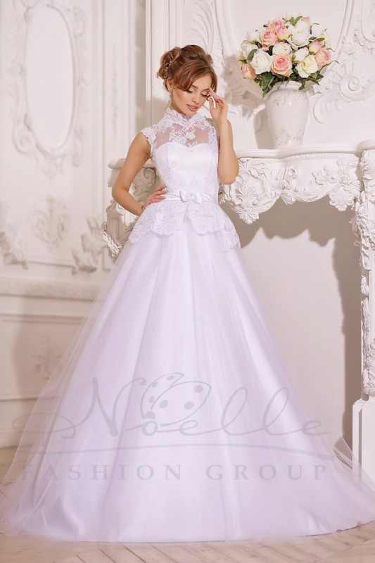 Потрясающее свадебное платье А силуэта.