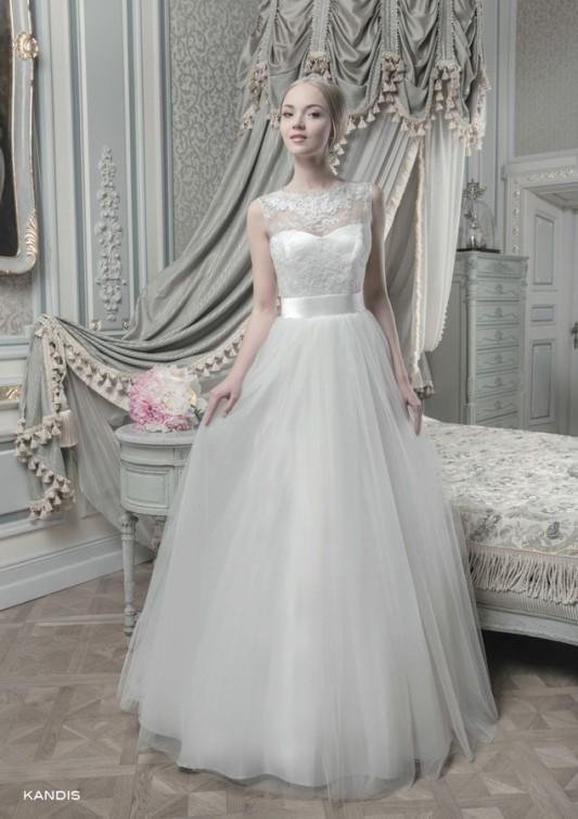 Очаровательное пышное свадебное платье.