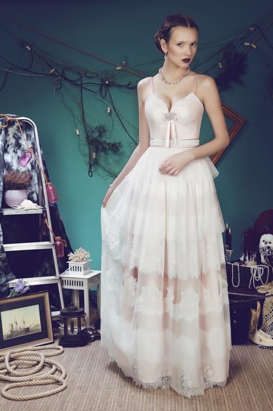 Прямое свадебное платье Малиновый поцелуй