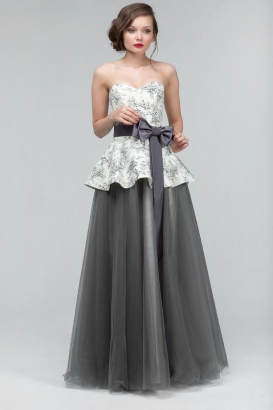 Эффектное свадебное платье А силуэта.