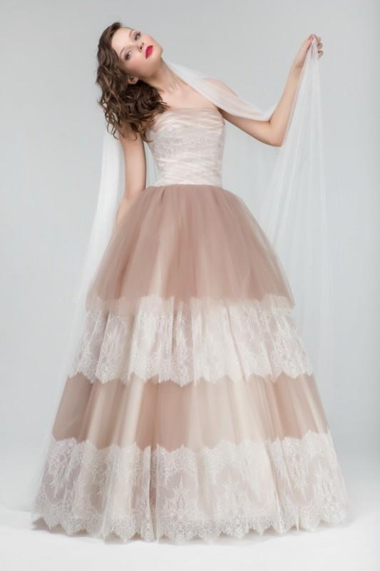Шоколадное пышное свадебное платье.