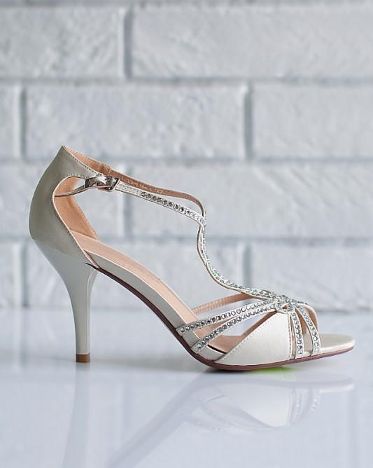 Изумительныесвадебные босоножки на каблуке.