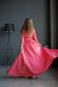 Яркоедлинное вечернее платье.