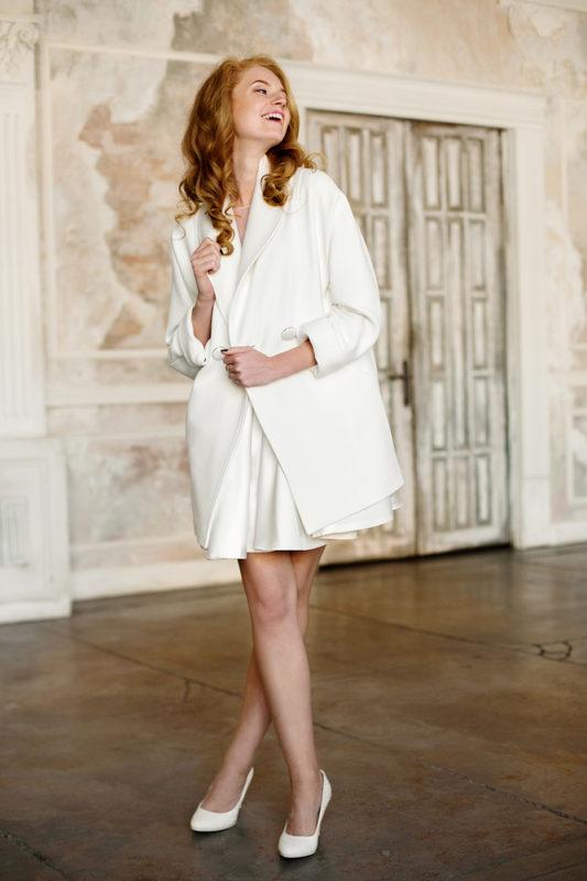 Элегантное свадебное пальто с длинным рукавом